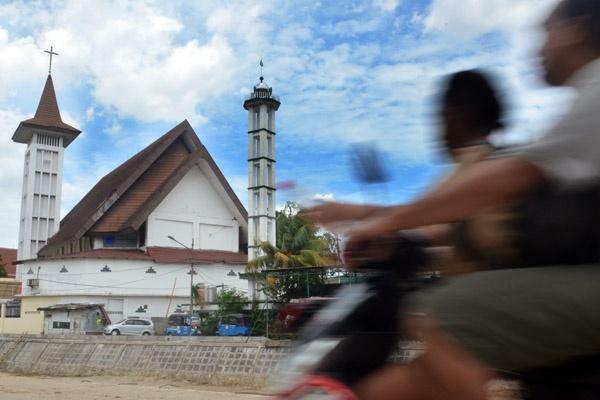 Satu Harapan Gereja Dan Masjid Berdampingan Cermin Toleransi