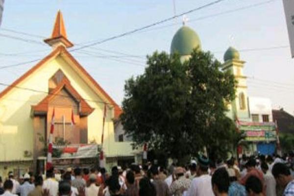 Satu Harapan Masjid Dan Gereja Ini Satu Halaman Di Solo