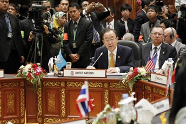 Sekjen PBB, Ban Ki-moon berbicara pada KTT ASEAN di Brunei Darussalam ...