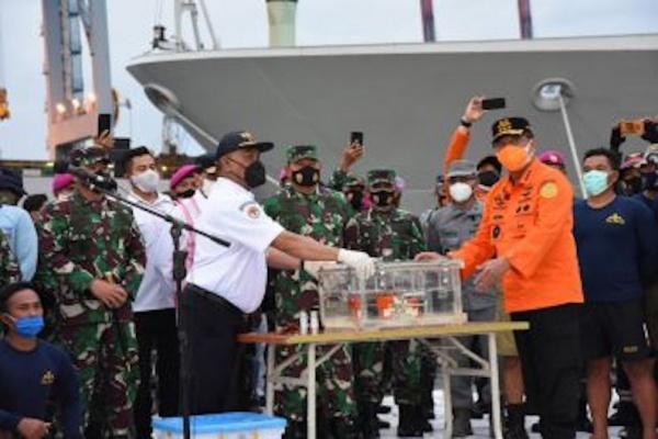 Tim SAR Angkat 136 Kantong Bagian Tubuh Korban Sriwijaya Air