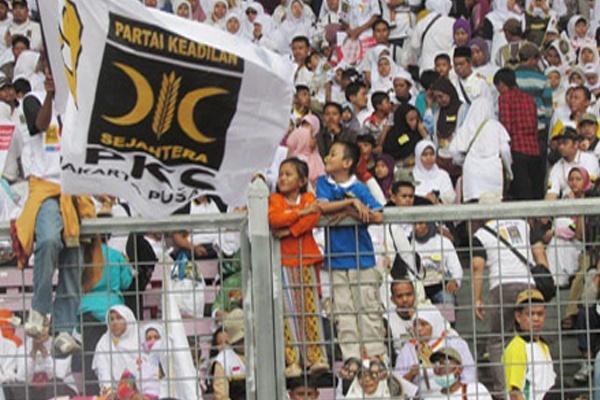 Kampanye Partai Keadilan Sejahtera (PKS) saat digelar di Gelora Bung ...