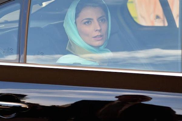 Aktris Iran Hatami Minta Maaf karena Cium Pipi di Cannes