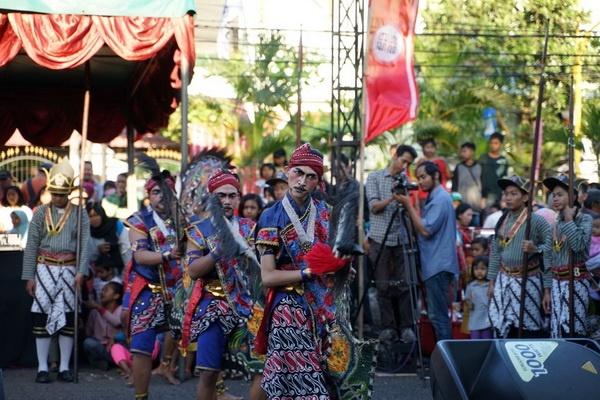 Penampilan Kethoprak Tuna Netra dalam Pasar Rakyat Kampung Terban