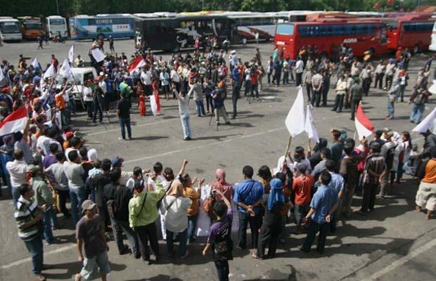 Ratusan PKL Terminal Lebak Bulus Demo Tuntut Relokasi