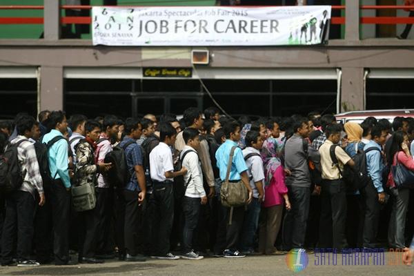 Ratusan Pelamar Kerja Antre di Job Fair 2015