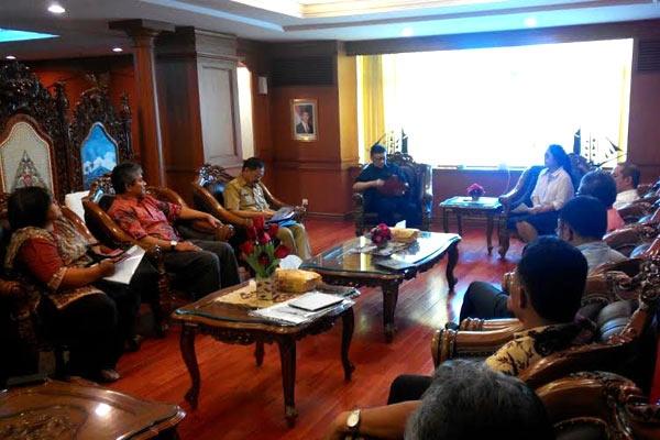 Pertemuan perwakilan jemaat GKI Yasmin, Ahmadiyah, Syiah, Bahai dan HKBP Filadelfia di Kantor Departemen Dalam Negeri, Rabu (5/11). (Foto: SobatKBB)