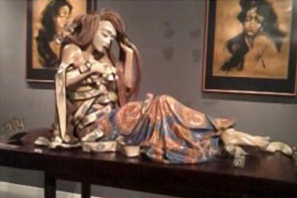 Kecantikan Unik Drupadi Digambarkan dalam Patung Keramik