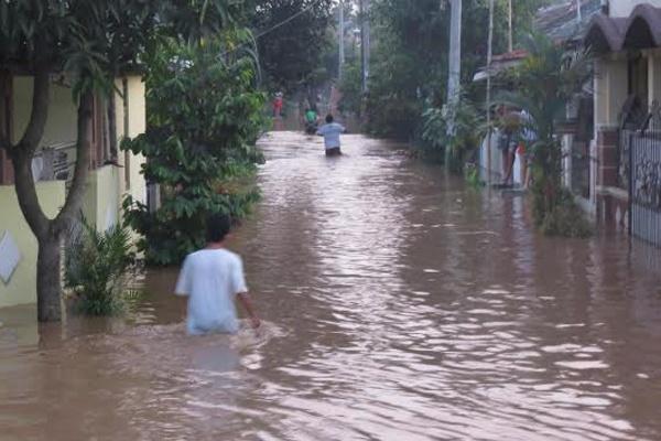 Satu Harapan: Sungai Angke Meluap, Ratusan Rumah di ...