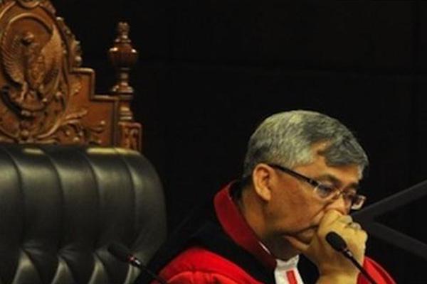 KPK Tangkap Tangan Detail: Satu Harapan: KPK Tangkap Tangan Ketua MK