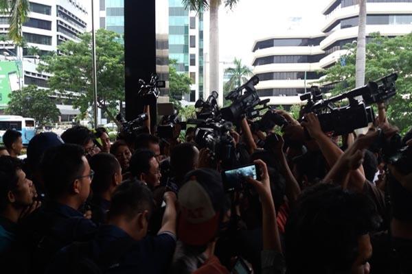KPK Tangkap Tangan Detail: Satu Harapan: KPK Dan Kejaksaan Agung Tangkap Tangan Jaksa