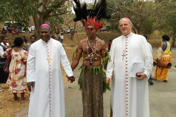 Uskup Agung Gereja Katolik Port Moresby, John Ribat (kiri) (Foto: cti.ac.pg)