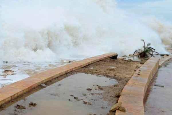 Ilustrasi: Topan tropis Chapala menghantam Mukalla, Yaman, November 2015. (Foto: voaindonesia.com)