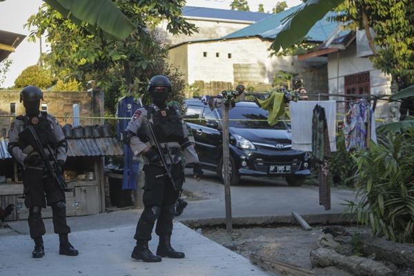 Teroris Gallery: Satu Harapan: Terduga Teroris Batam Diterbangkan Ke Mabes