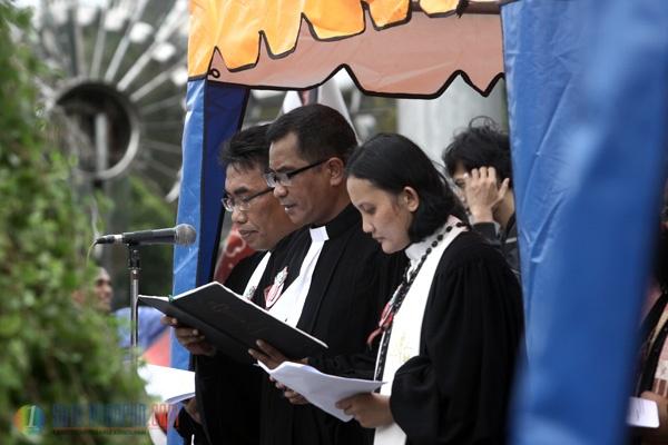 Jemaat GKI Yasmin dan HKBP Filadelfia Ibadah Natal di Seberang Istana