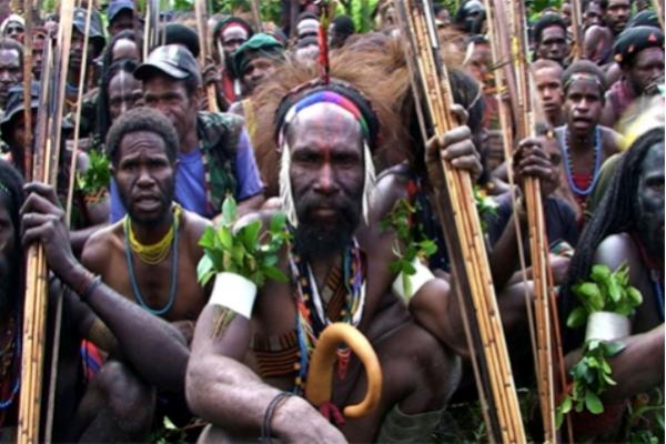 Penduduk asli Papua dalam film Forgotten Bird of Paradise karya Dominic Brown (Foto: forgottenbirdofparadise.net)