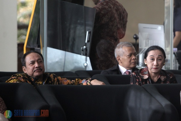 Ketua dan Anggota Hakim MK Diperiksa KPK