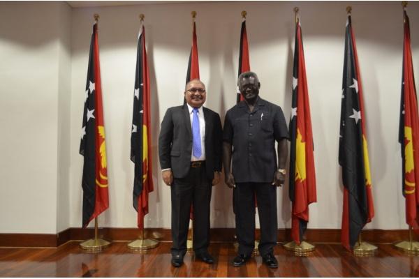 Ketua MSG, Manasseh Sogavare (kanan) dan PM Papua Nugini, Peter O'Neill. (Foto: Sekretariat Pers PM Solomon Islands)
