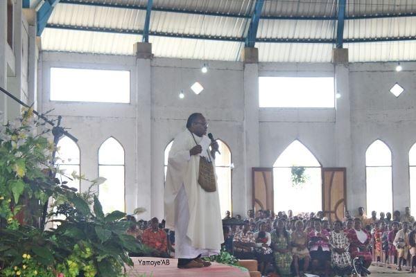 Kisah Haru Pastor Neles Tebay 25 Tahun Rawat Noken Waghete