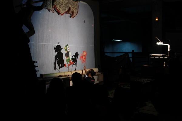 Pementasan Wayang Legenda Momotaro di Studio Kalahan