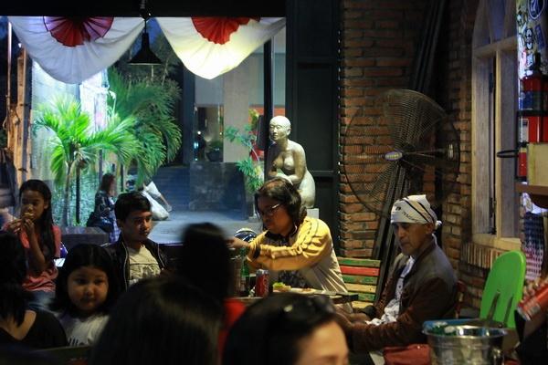 Fun A(rt)Glioo, Merespon Cafe Menjadi Ruang Pamer Seni