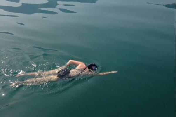 Atlet Pro Papua Merdeka Sudah 20 Jam Berenang di Danau Jenewa