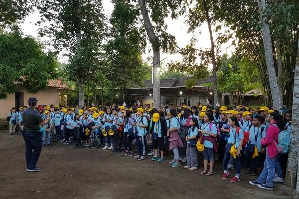 Siswa SD PENABUR Jakarta Belajar Cinta Tanah Air di Desa