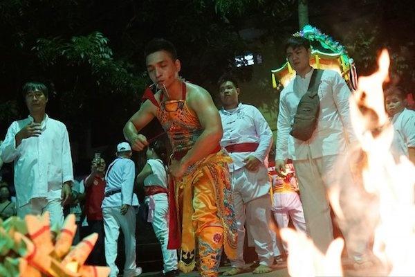 Tatung Australia dan Malaysia Meriahkan Cap Go Meh di Singkawang