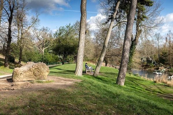 Patung Dinosaurus di London Masuk Daftar Ikon Budaya Terancam