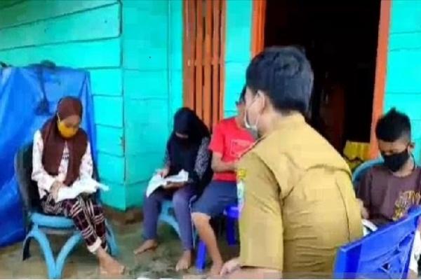 Guru Konawe Utara Keliling Mengajar ke Rumah Siswa