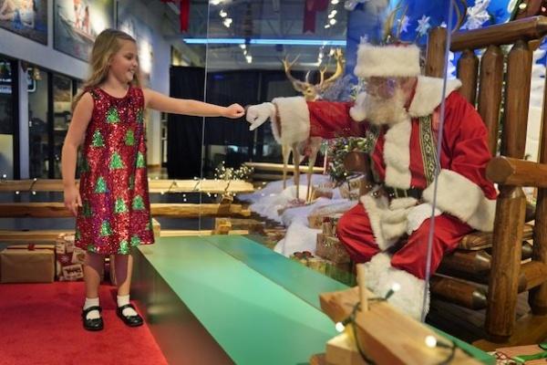 Santa Claus di Tengah Pandemi COVID-19