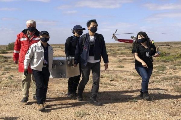 Kapsul Jepang dengan Sampel Material Asteroid Ryugu Mendarat